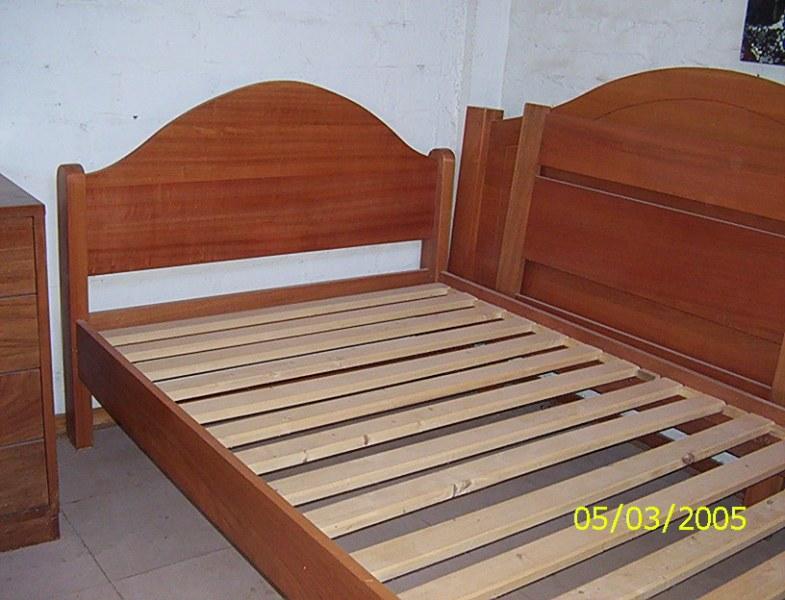 Cama de madera muy sólida — Comprar Cama de madera muy sólida