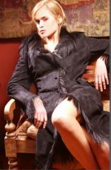 Abrigo en gamuza de antilope negro con cuello y